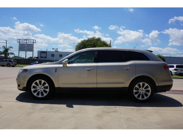 Pre-Owned 2017 Lincoln MKT 3.7L FWD